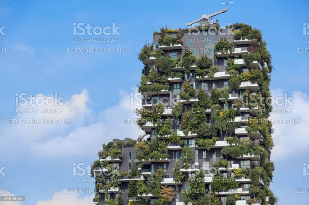 Milan, Italy - May 04 2018: Bosco Verticale, vertical forest apartment buildings in the Porta Nuova area of the city - foto stock