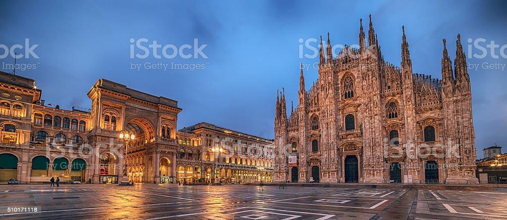 Milan, en Italie : La Piazza del Duomo, la place de la cathédrale - Photo