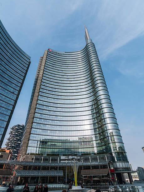 Milano (Italia). Piazza Gae Aulenti business center di sera - foto stock