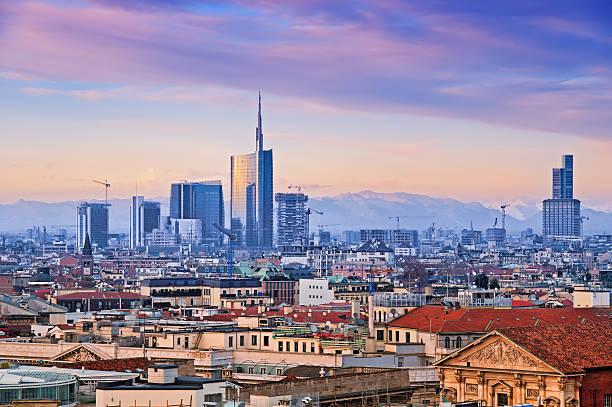 """skyline di milano (duomo di milano """"). italia. - milano foto e immagini stock"""