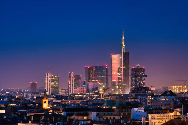 milan skyline - milano foto e immagini stock