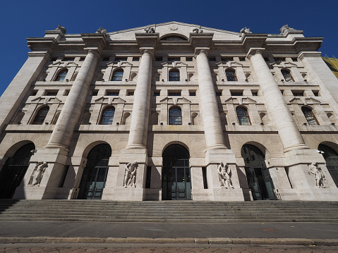 Borsa Di Milano A Milano - Fotografie stock e altre immagini di Ambientazione esterna