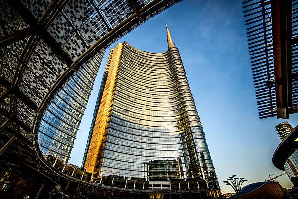 Milan Unicredit Bank skyscraper and Piazza Gae Aulenti Milan, Italy - February 4, 2016: Milan Porta Garibaldi district. The Unicredit Bank skyscraper and Piazza Gae Aulenti UniCredit stock pictures, royalty-free photos & images