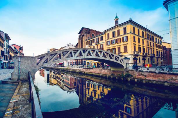 milanese canal and bridge - milano foto e immagini stock