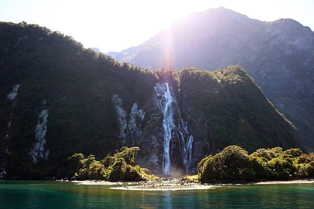 Milford Sound cascada - foto de stock