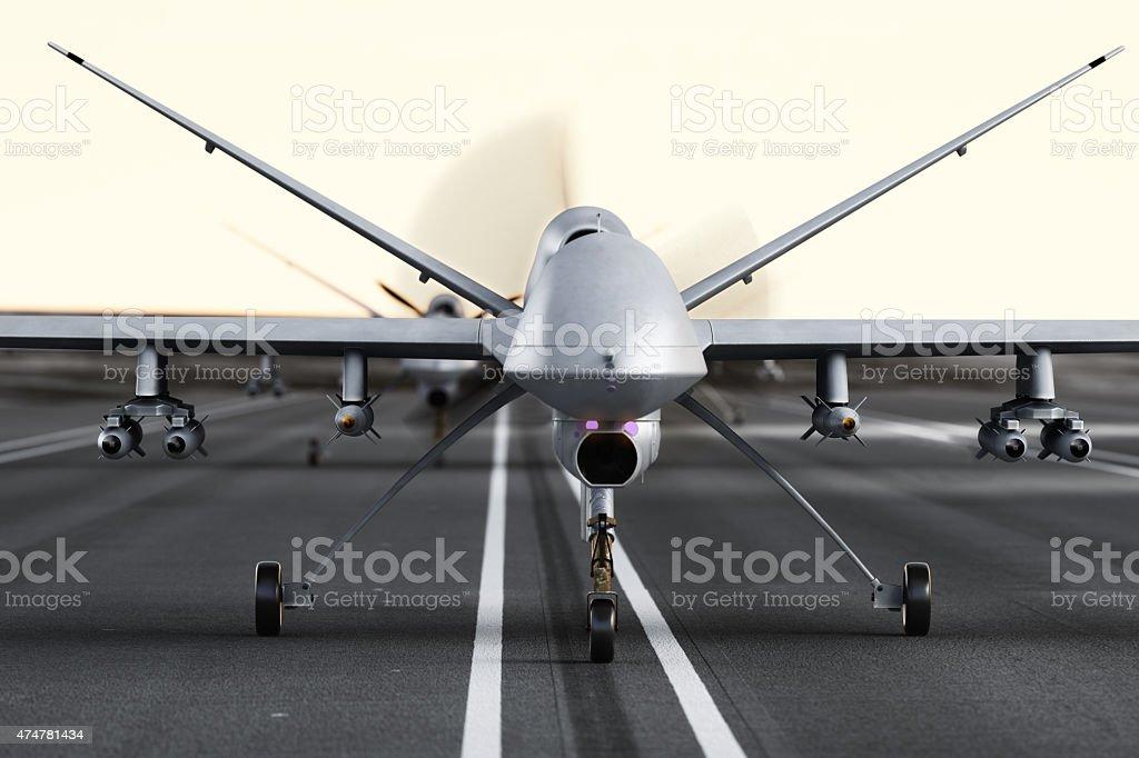 Armées militaires UAV drones préparer pour le décollage sur la piste. - Photo