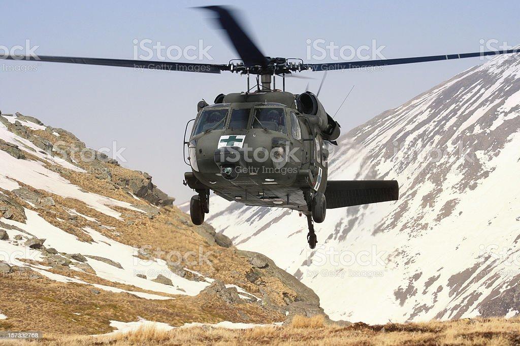 Helicóptero militar blackhawk Médico mountain de rescate - foto de stock
