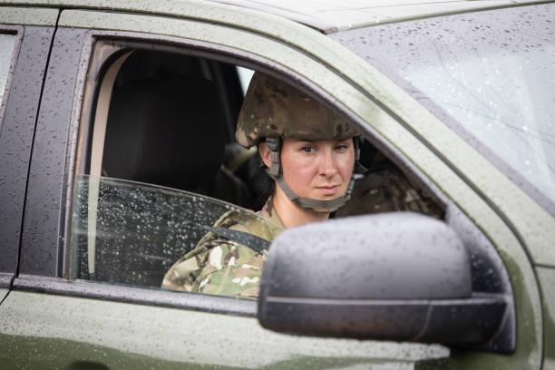 Militärische Gendarmeria hilft den Menschen in Not – Foto