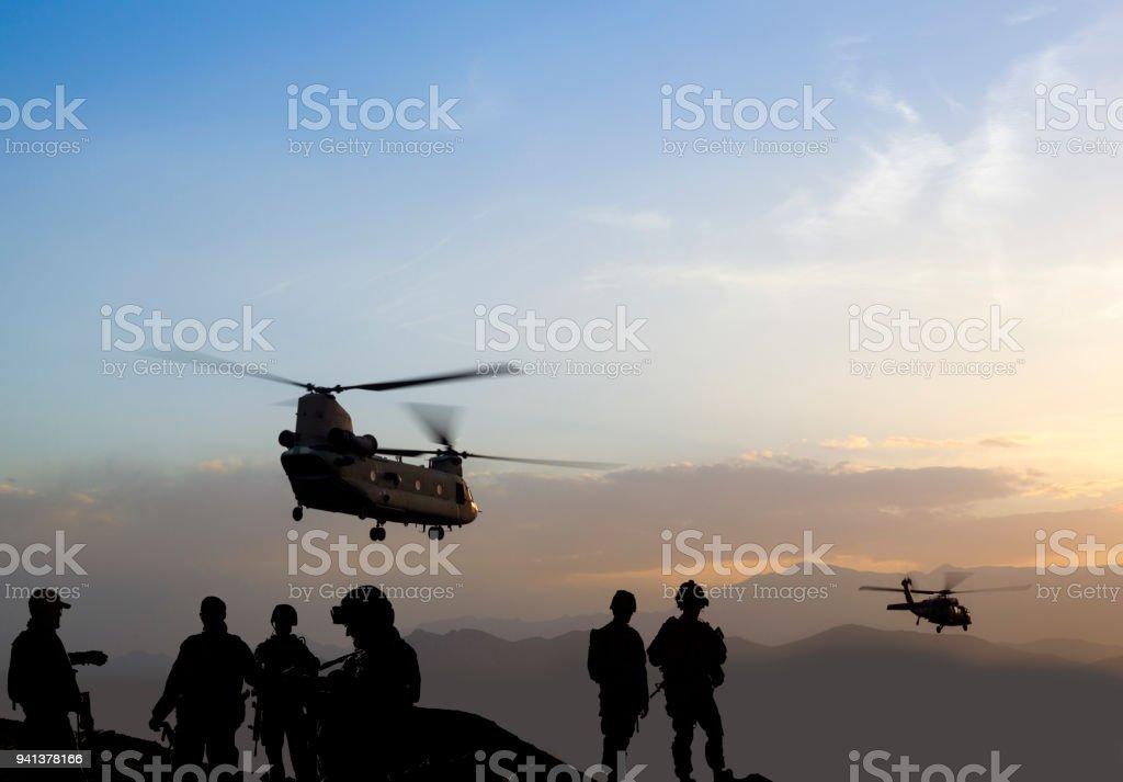 Militär Mission in der Dämmerung – Foto