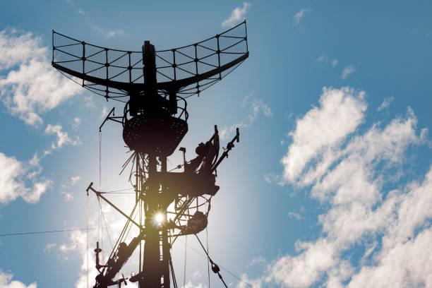 military radar air surveillance on navy ship - radar foto e immagini stock