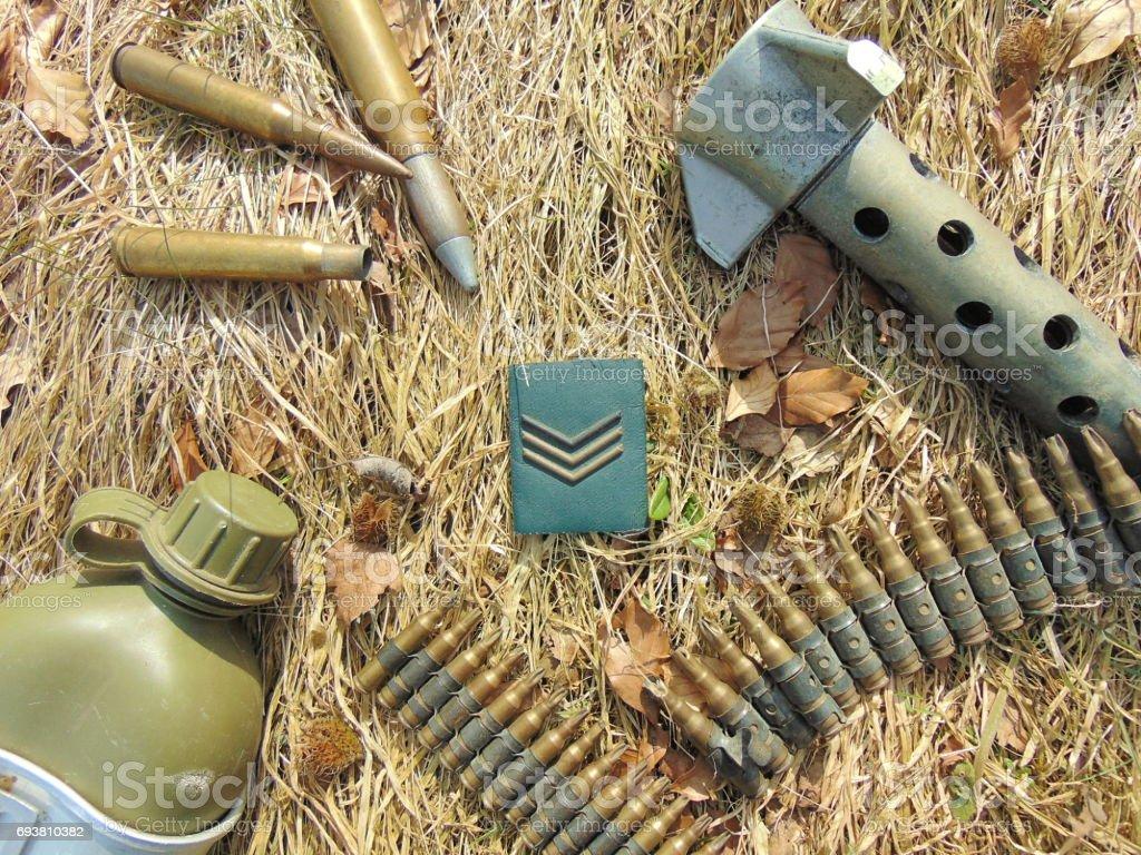 2. Dünya Savaşı ve içki şişesi mühimmat ile askeri sırası stok fotoğrafı