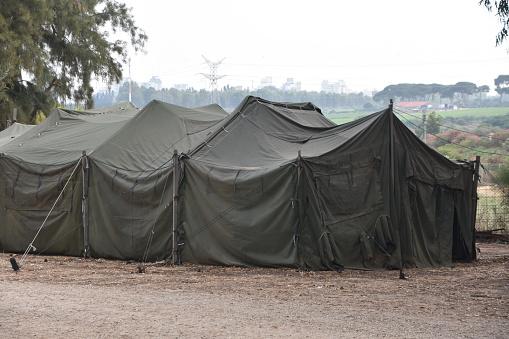 Military Tent - Fotografias de stock e mais imagens de Acampar