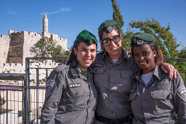 Military women in Jerusalem - foto de stock