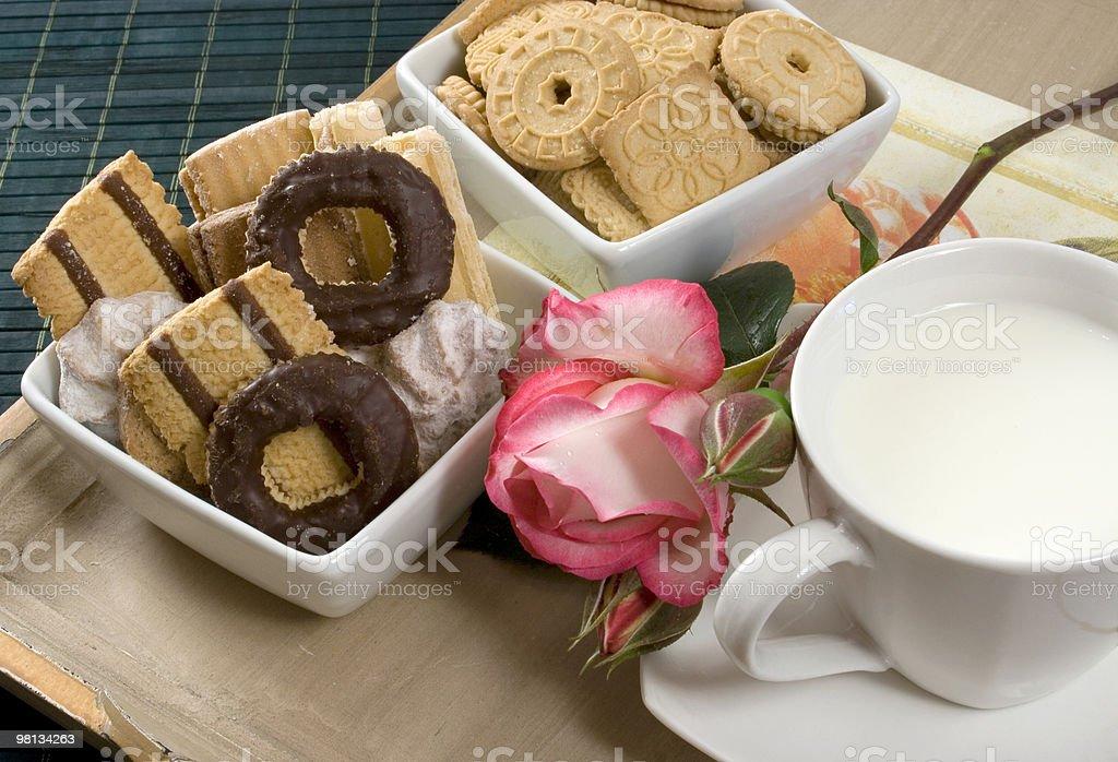 우유 및 초콜릿 쿠키 royalty-free 스톡 사진