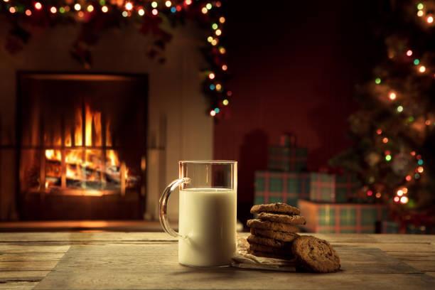 milk and cookies - christmas cookies imagens e fotografias de stock