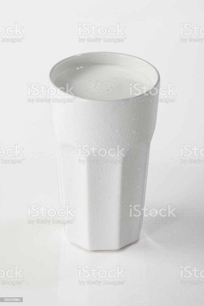 Молоко в кружка Стоковые фото Стоковая фотография