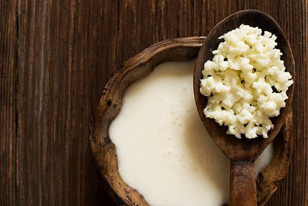kéfir de leche - kéfir fotografías e imágenes de stock