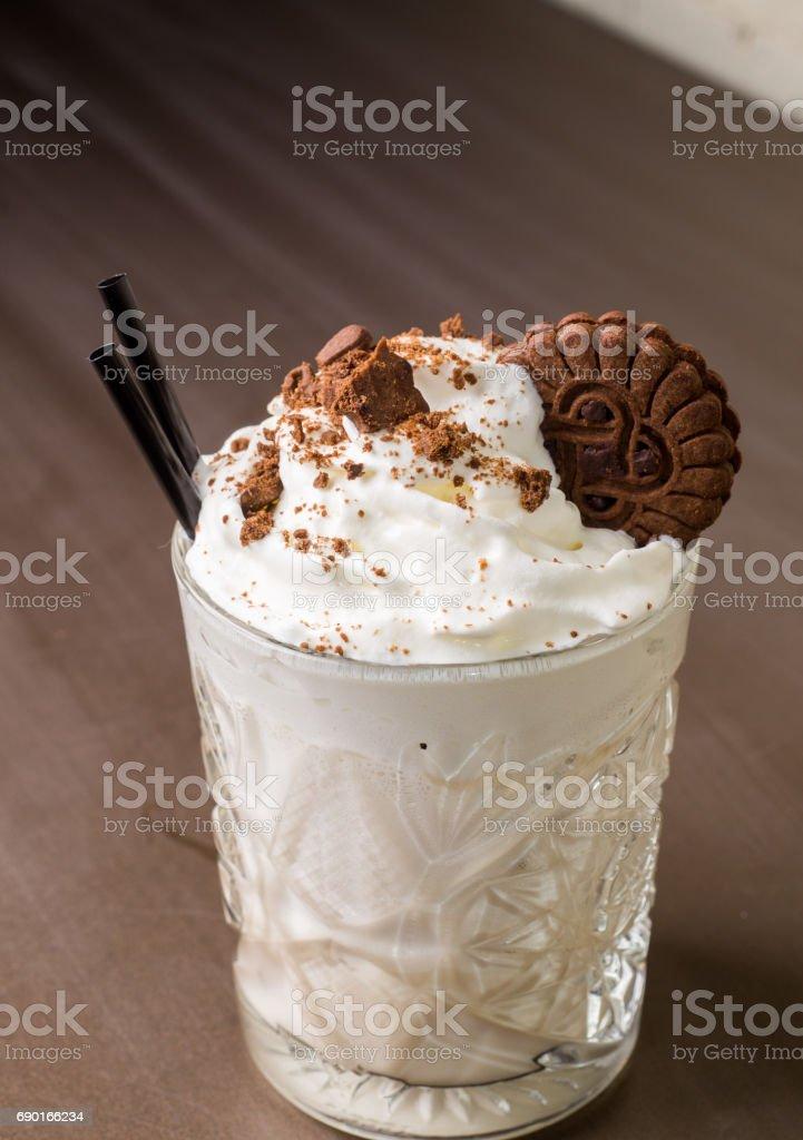 Milch-Shake mit Schokoladenstückchen – Foto