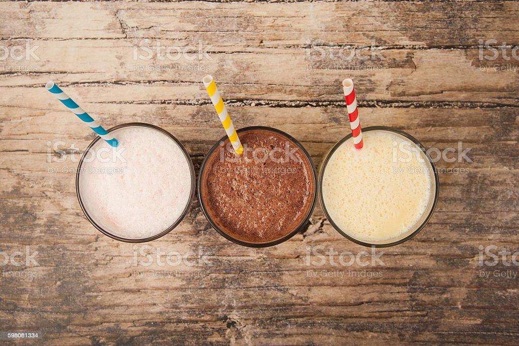 Milk-shakes sur Tableau en bois photo libre de droits