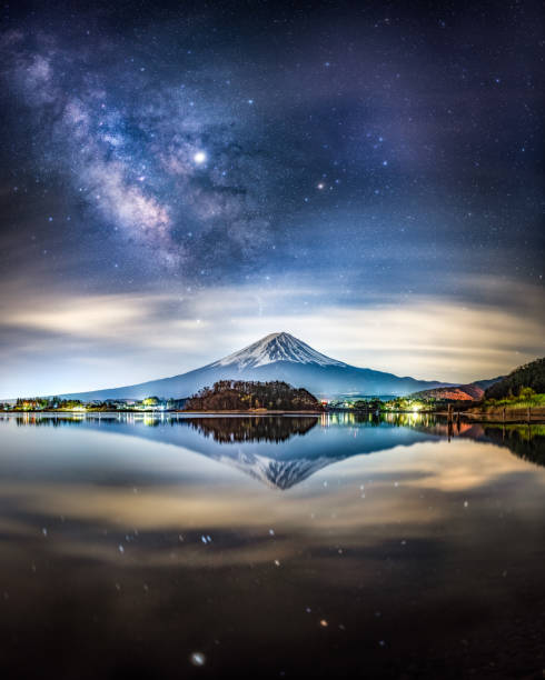 milky way and Mount fuji at night reflected on Lake Kawaguchi, Japan Candid Photo of Snow capped Mount Fuji at night with miky way and Jupiter in the sky, reflected in Lake Kawaguchiko, Yamanashi Prefecture, Japan reflection lake stock pictures, royalty-free photos & images