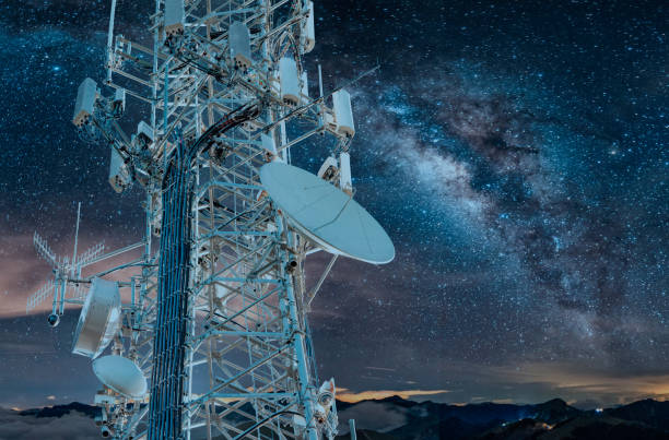 5g milky way cell tower: cellular communications tower for mobile phone and video data transmission - ricetrasmettitore foto e immagini stock