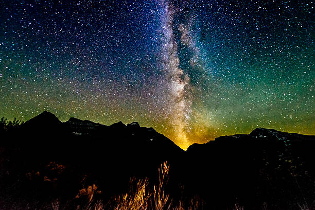 milky way galaxy view reynolds mountain glacier national park montana - logan pass stock pictures, royalty-free photos & images