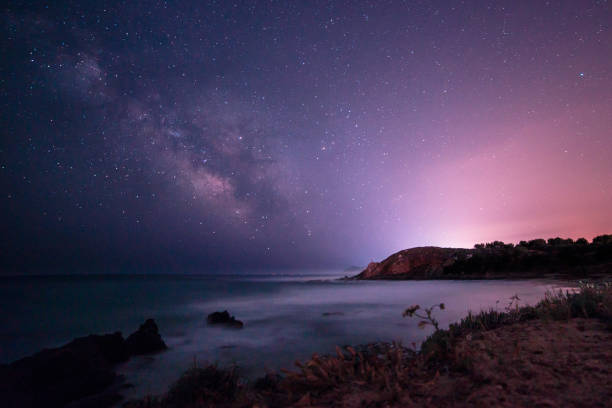 milky way in the sky of sardinia - stars imagens e fotografias de stock
