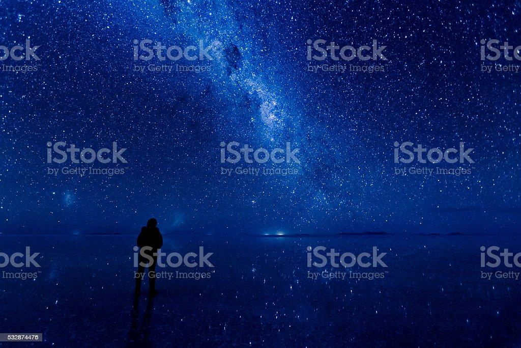 Milky way reflected on the water at Uyuni. - 1人のロイヤリティフリーストックフォト