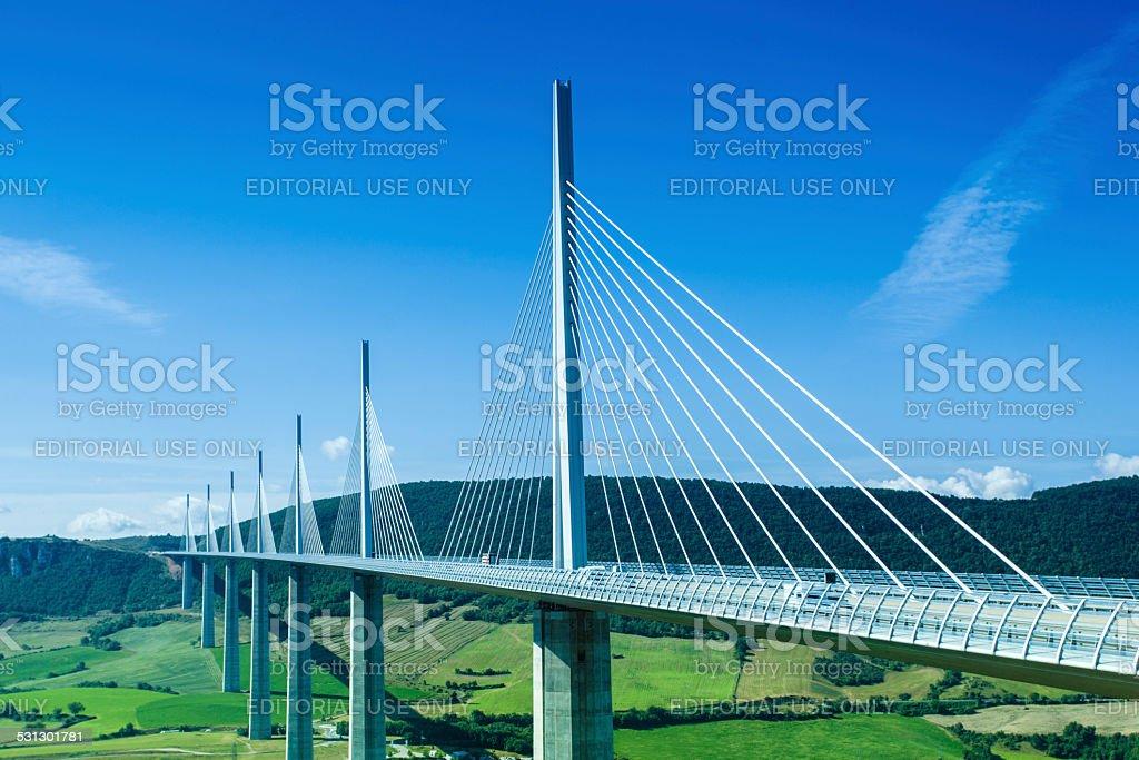 Brücke von Millau in Frankreich in einem Sommertag. – Foto