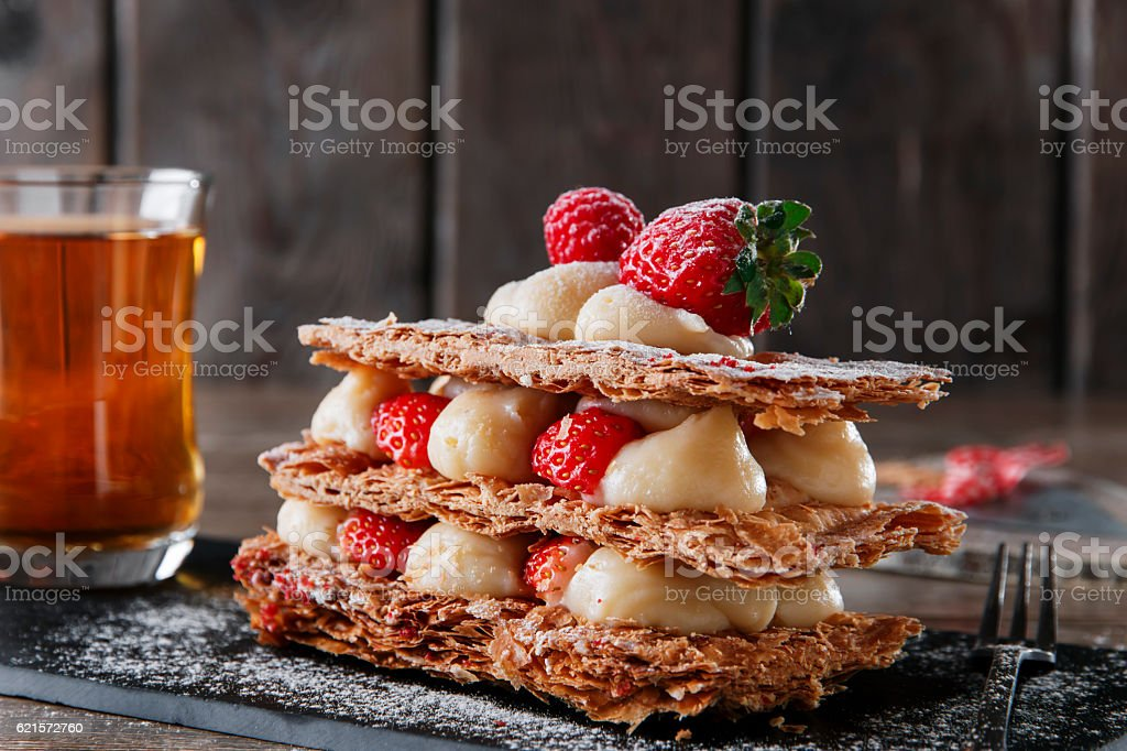 Millefeuille dessert with strawberries dessert sweet on black background cake photo libre de droits
