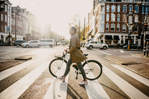 Commuter with bicycle in the city