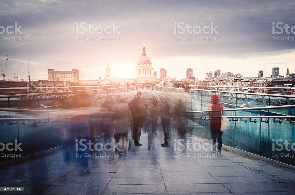 Millennium Bridge und St. Paul's Kathedrale In London – Foto