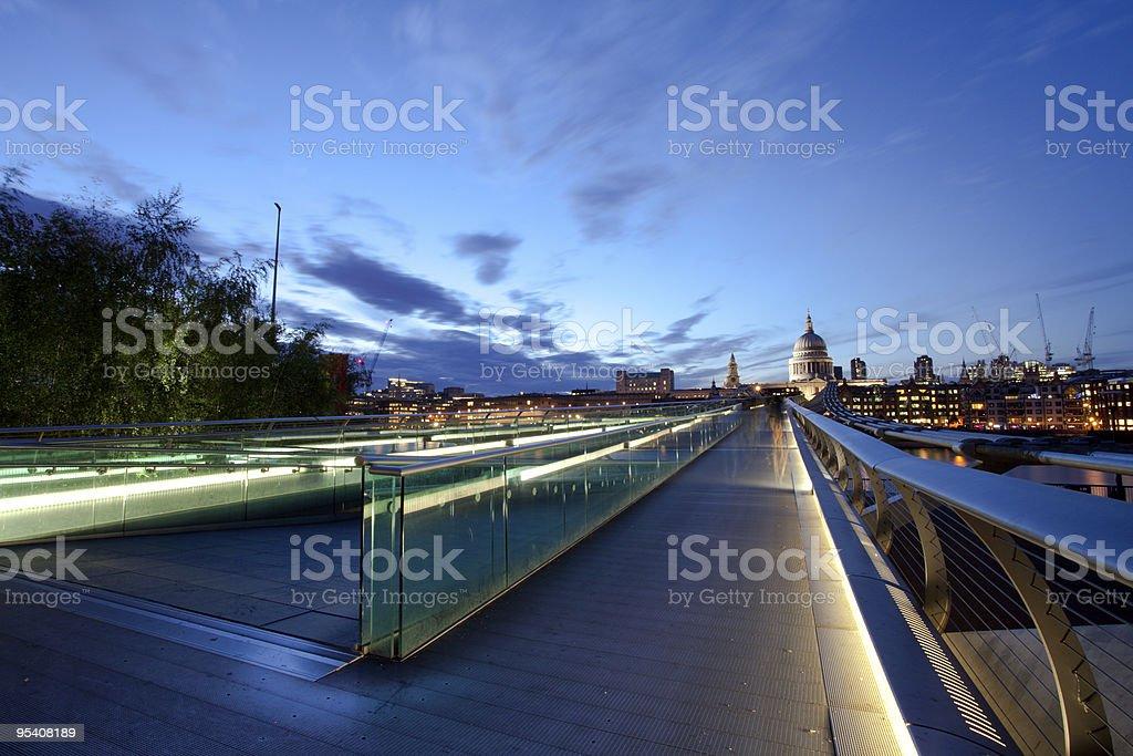 Millennium Bridge und der St Paul's Cathedral Lizenzfreies stock-foto