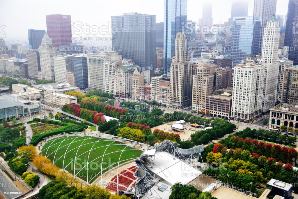 millennium park and michigan avenue from above chicago かすみの