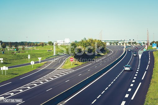 istock Miltilane highway with a toll payment point 1007387860