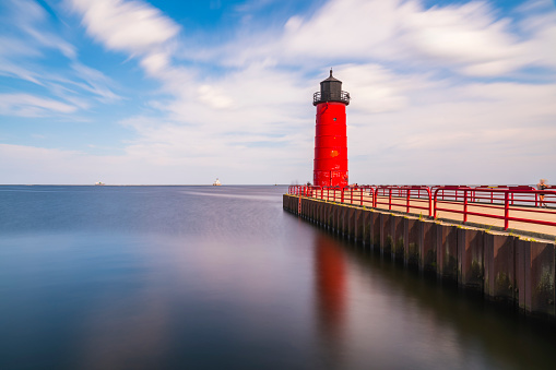 milwaukee lighthouse on sunny day.