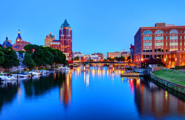 Milwaukee RiverWalk Milwaukee RiverWalk. In the heart of downtown, the two-mile long RiverWalk winds along the Milwaukee River with access to some of the city's best restaurants milwaukee wisconsin stock pictures, royalty-free photos & images