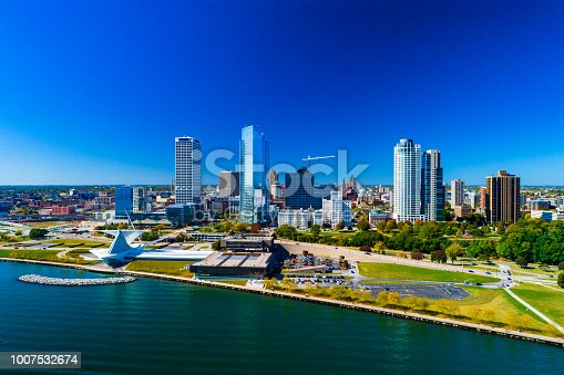 istock Milwaukee Skyline And Shoreline Aerial 1007532674