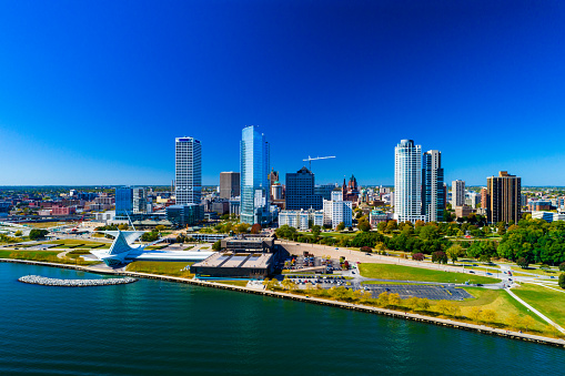 istock Milwaukee Skyline And Shoreline Aerial 1007532674