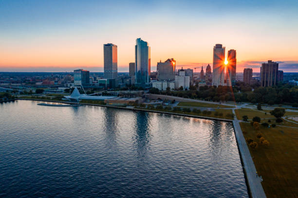 Milwaukee Skyline at Sunset Skyline of the city of Milwaukee, WI at sunset. milwaukee wisconsin stock pictures, royalty-free photos & images