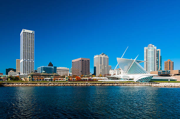 Milwaukee skyline waterfront view Milwaukee downtown skyline waterfront view with the Milwaukee Art Museum on the right milwaukee wisconsin stock pictures, royalty-free photos & images