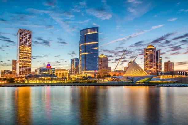 Milwaukee, Wisconsin, USA Skyline Milwaukee, Wisconsin, USA downtown city skyline on Lake Michigan at twilight. milwaukee wisconsin stock pictures, royalty-free photos & images