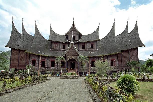 Minangkabau king palace with traditional horned roof picture id144719039?b=1&k=6&m=144719039&s=612x612&w=0&h=p3hvbe5wn9d bm 6gd0bmxhax96hcobcoo jxujhkmw=