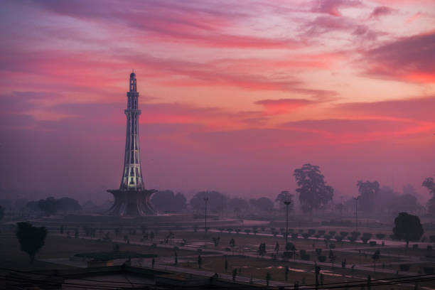 Minar e Pakistan View of minar e Pakistan early in morning from Azad bridge, lahore. lahore pakistan stock pictures, royalty-free photos & images