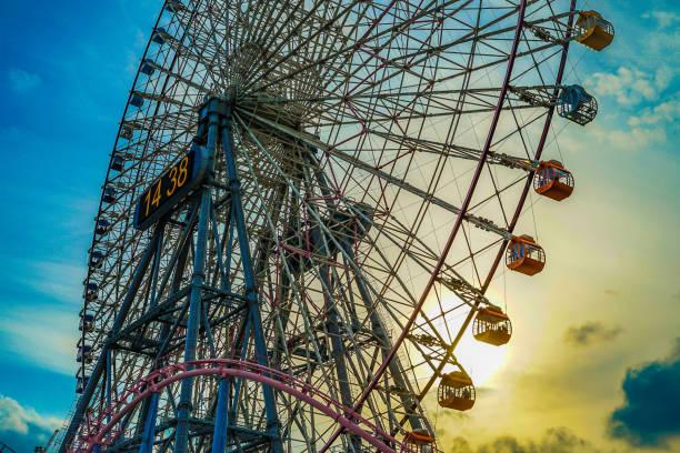 minato mirai of the ferris wheel and (cosmo clock) sunset - prefektura kanagawa zdjęcia i obrazy z banku zdjęć