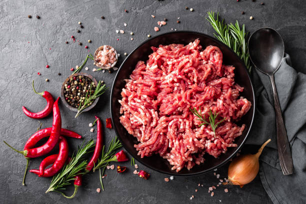 mince. ground meat with ingredients for cooking on black background. top view - raw steak imagens e fotografias de stock