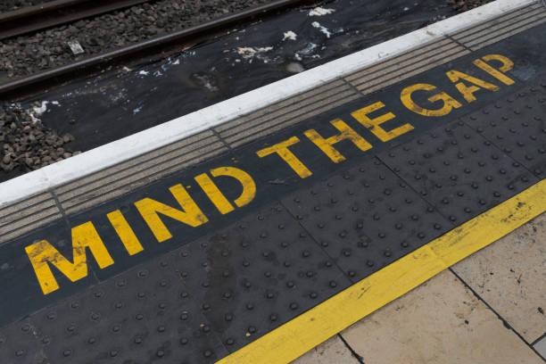 mind the gap - zahnlücke stock-fotos und bilder