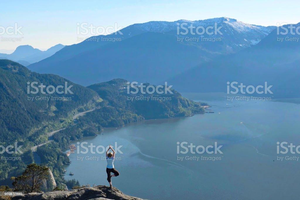Achtsamkeit und inneren Frieden. Outdoor-Yoga-Retreat. – Foto