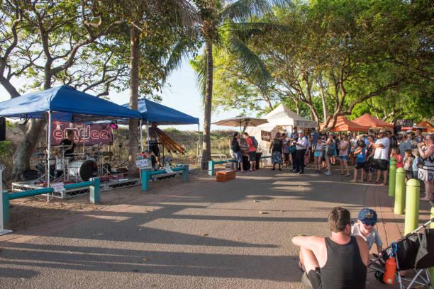 mindil beach market entertainment - tiktok zdjęcia i obrazy z banku zdjęć