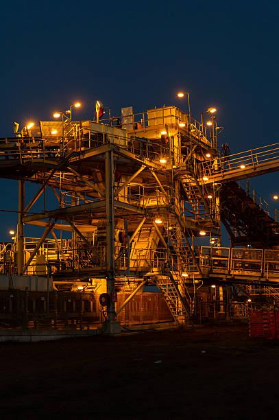Mine Bearbeitung Infrastruktur bei Sonnenaufgang – Foto